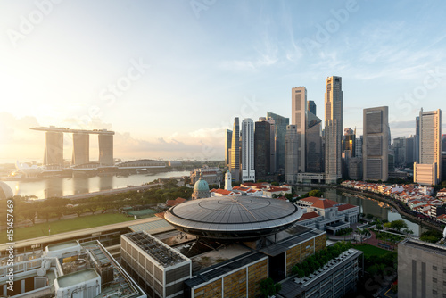 Obraz na plátne Panorama of Singapore business district skyline and Singapore skyscraper with Supreme Court in morning at Marina Bay, Singapore