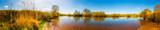 Panorama einer Landschaft mit Fluss und Wiesen