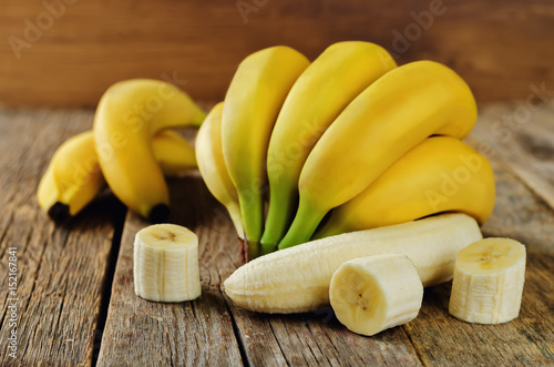 Banana with slices - 152167841