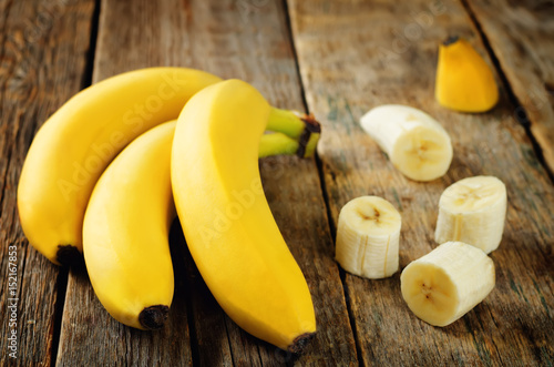 Banana with slices - 152167853