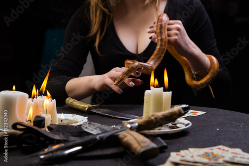Plakát The serpent tempter helps a witch to do the blood rituals of black magic