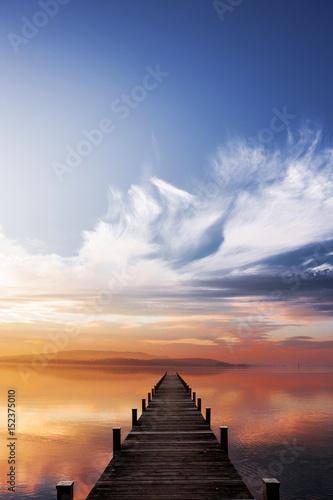 Steg bei Sonnenuntergang - 152375010
