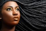 Afrykańskie piękno kobiety z plecionymi włosami.