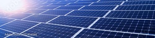 Leinwanddruck Bild Erneuerbare Energien - Solarmodule im Sonnenschein, Banner