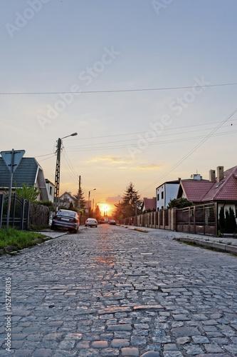 romantyczny zachód słońca w mieście