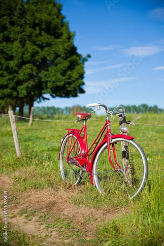 Fotobehang Fiets Balade en vélo à la campagne