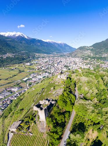 Castel Grumello e vigneti Valtellinesi - Foto aerea Poster