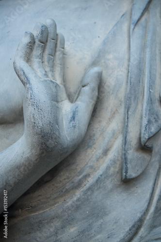 Papiers peints Buddha détail main de bouddha sur une statue en pierre