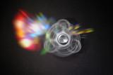 hand spinner main métal tourner toupie roulement à billes occupation occuper mode lumière reflet vitesse seconde - 153505665