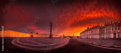 Fotobehang Rood paars Sunset at the Palace Square in St. Petersburg.