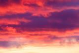 niebo chmury przy zachodzie słońca