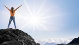 Frau am Gipfel - 154171410