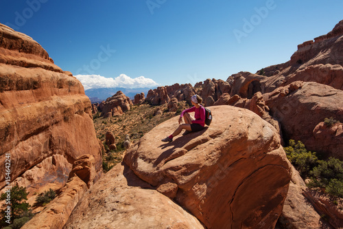 Foto op Plexiglas Bruin Hiker rests in Arches National park in Utah, USA