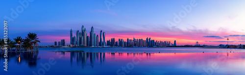 Staande foto Dubai Stadtpanorama von Dubai bei Sonnenaufgang