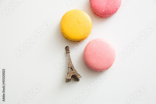 Foto op Aluminium Macarons French macarons with Eiffel Tower
