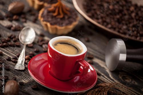 Aromatyczna kawa z ciasteczkiem