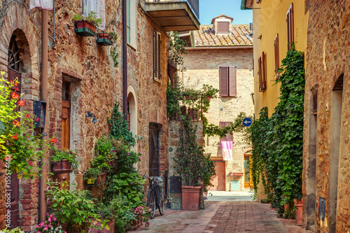 Fototapeta Alley in old town, Tuscany, Italy