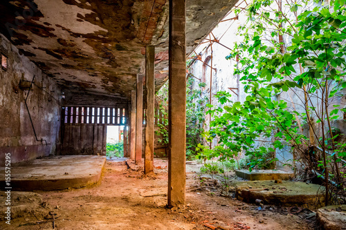 Foto op Canvas Oude verlaten gebouwen Dans l'usine abandonnée de Toscane