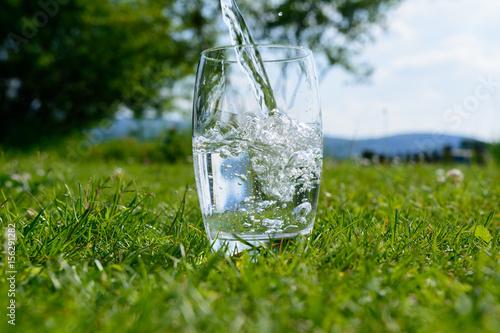 Woda w szkle w ciepłych temperaturach