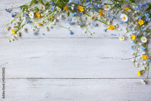 Fotobehang Lelietjes van dalen Spring flowers of lilies of the valley, forget me not, daisies on a wooden background