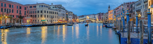 Leinwanddruck Bild Italien Venedig Rialto Panorama beleuchtet