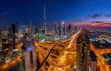 Dubai bei Sonnenuntergang - 157145805