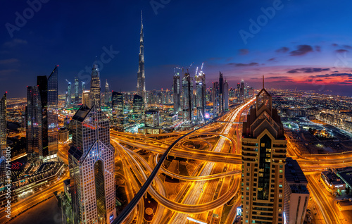 Staande foto Dubai Dubai bei Sonnenuntergang