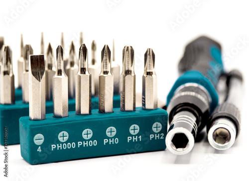 Poster Werkzeugsortiment mit Schrauber und Bits, isoliert