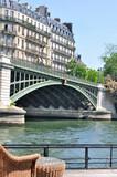 paysage parisien vu d'une péniche