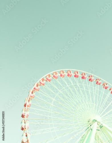 Vintage ferris wheel - 157340851