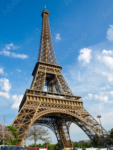 Poster Bottom view of the Eiffel Tower in Paris