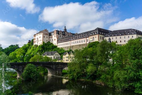 Schloss Weilburg in Hessen bei blauen Himmel wolken wolke Poster