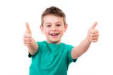Netter Junge freut sich über Gewinn - 157367837
