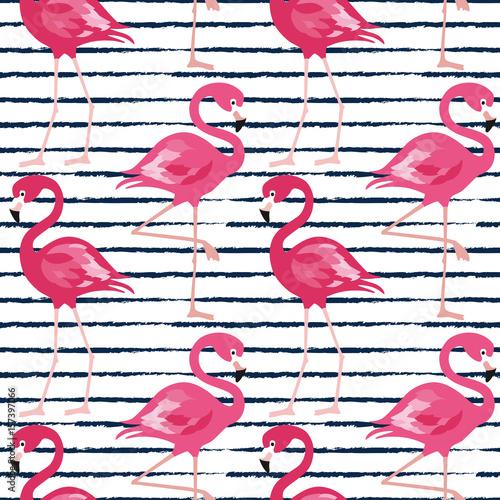 bezszwowy-wzor-z-zmrokiem-blekitni-grunge-lampasy-i-rozowy-flaming-rozowego-flaminga-tla-wektorowy-projekt-dla-tkaniny-i-wystroju-wektorowa-modna-ilustracja