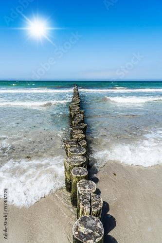 morze-baltyckie-fale-woda-slonce-piasek-plaza
