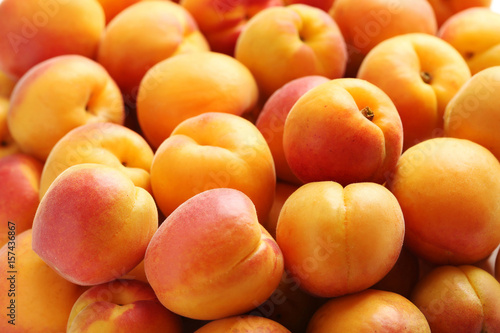Foto Murales Ripe apricots fruit background