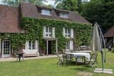 maison normande typique en France - 157502291