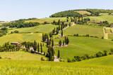 kurvige Straße in der Toskana