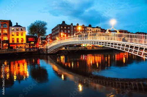 Poster Dublin, Ireland. Night view of famous illuminated Ha Penny Bridge