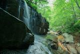 cascada en la roca