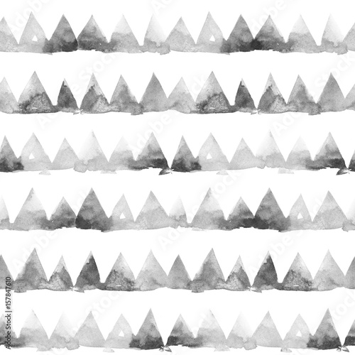 Rows of ink painting triangles on white background. Watercolor seamless pattern - 157847610