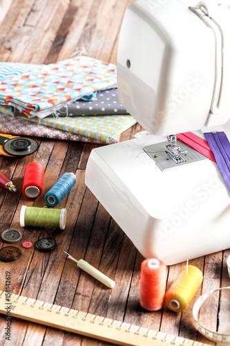 machine à coudre et pièces de tissu 2