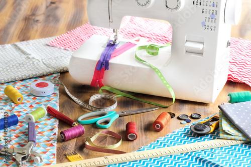machine à coudre et pièces de tissu 3