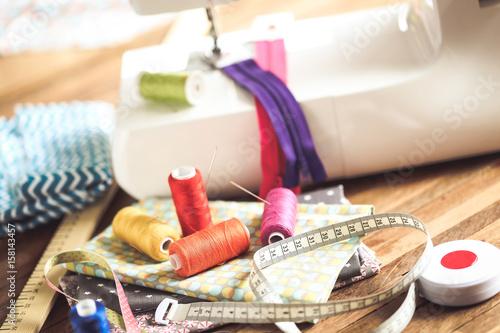 machine à coudre et pièces de tissu 6