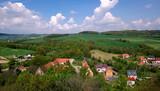 Polska wieś  - wzgórza, pola, domki