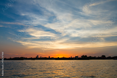 Papiers peints Morning Glory Beautiful sunset above the rever in thailand