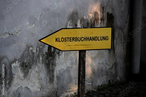 Ein Schild Klosterbuchhandlung плакат