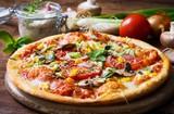 Vegetarische Pizza mit Gemüse und Kräutern - 158364628