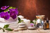 ambiente benessere con oli essenziali e candela