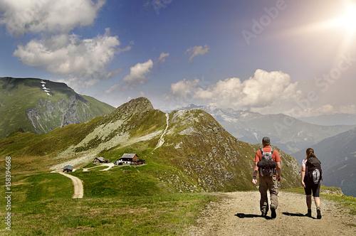 Wanderer in den Bergen Poster